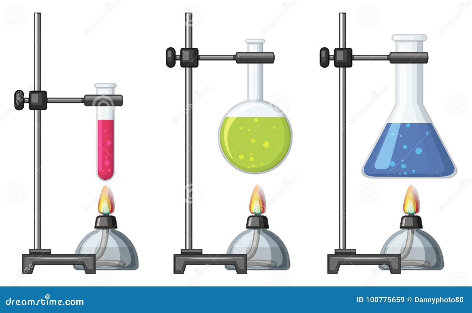 有化学制品和燃烧器的烧杯