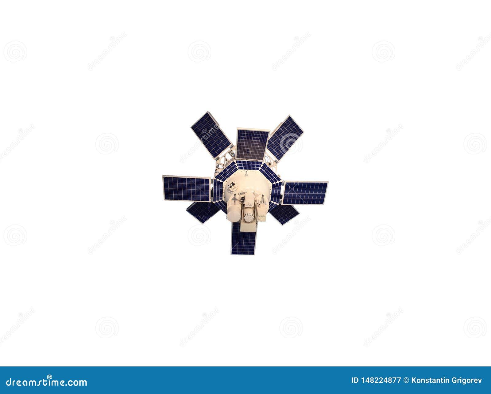 有在白色背景隔绝的蓝色太阳电池板的白色卫星