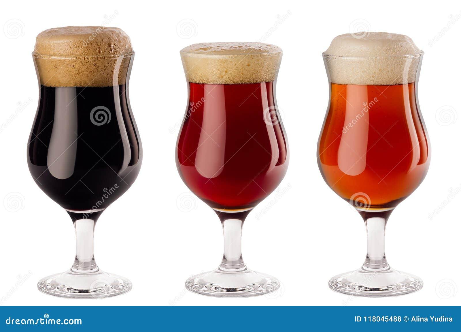 有在白色背景-贮藏啤酒,红色强麦酒,搬运工啤酒汇集倾吐的葡萄酒杯-隔绝的泡沫的