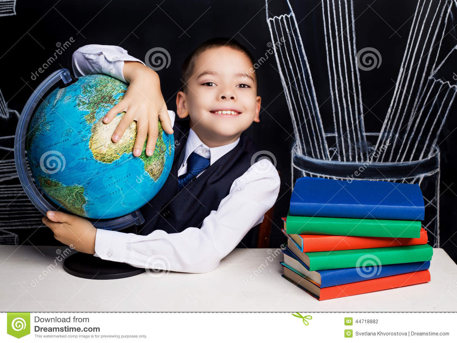 有地球的男小学生图片