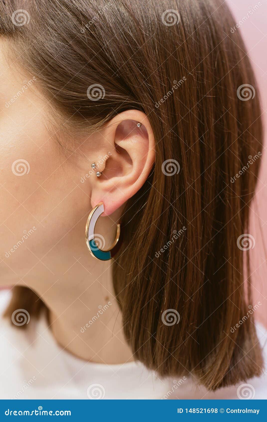有壳的时髦的耳环