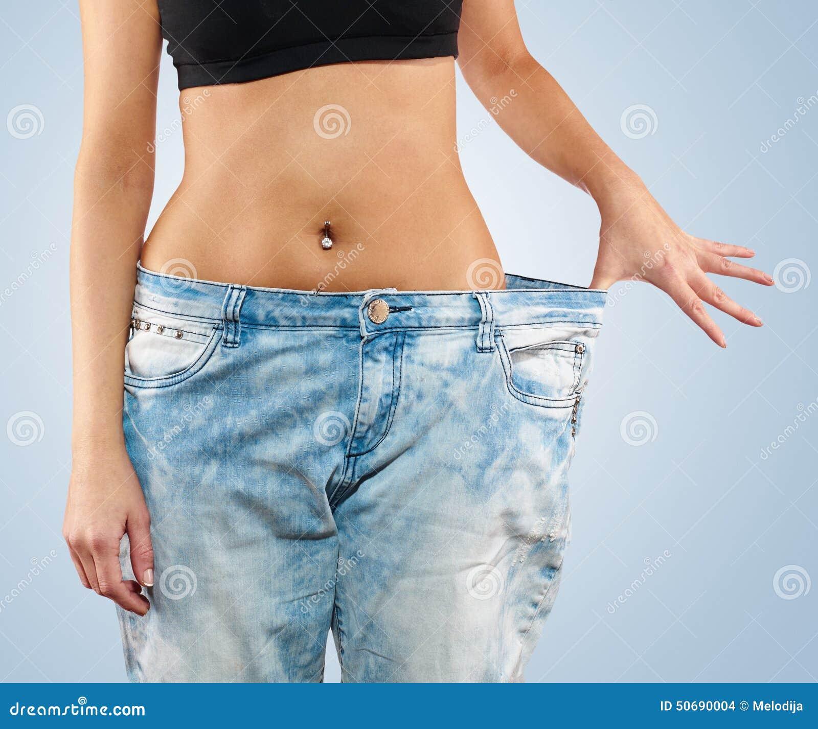 Download 有大牛仔裤减重的妇女 库存照片. 图片 包括有 牛仔裤, 顶层, 炫耀, 有吸引力的, 运动, beautifuler - 50690004