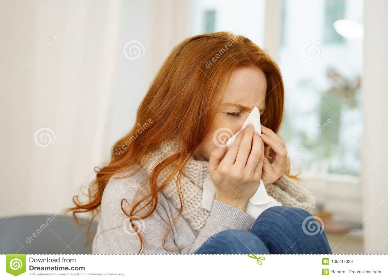 有季节性流行性感冒的病的少妇