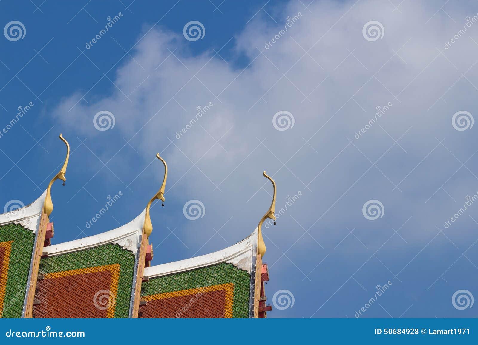 Download 有小响铃的山墙尖顶 库存照片. 图片 包括有 天空, 艺术, 屋顶, 结构, 山墙, 祈祷, 拱道, 金黄 - 50684928