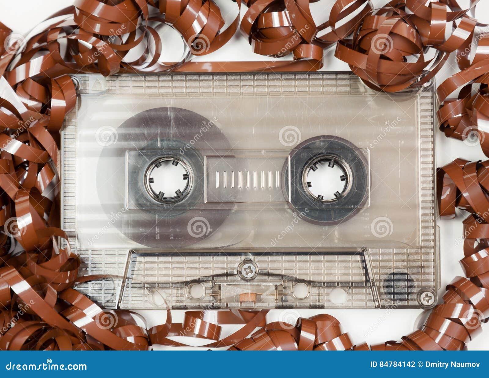 有弄糟的录音磁带的葡萄酒卡型盒式录音机