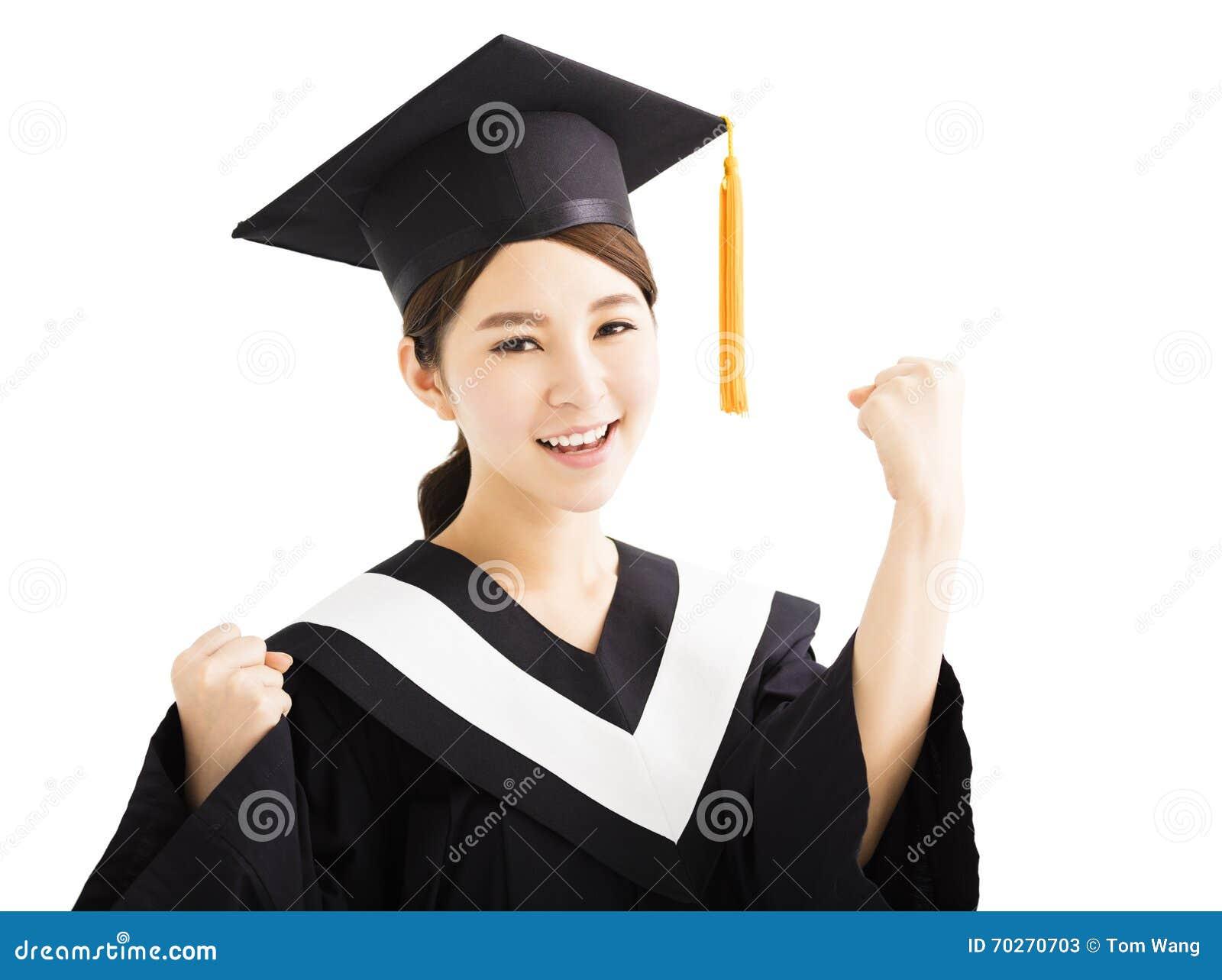 有成功姿态的愉快的毕业的亚洲学生培养手