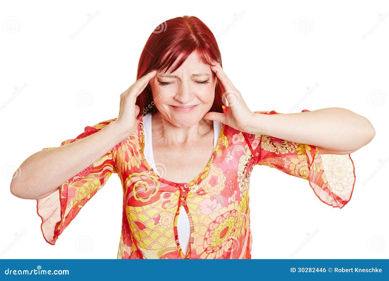 有头疼的最佳的老化妇女
