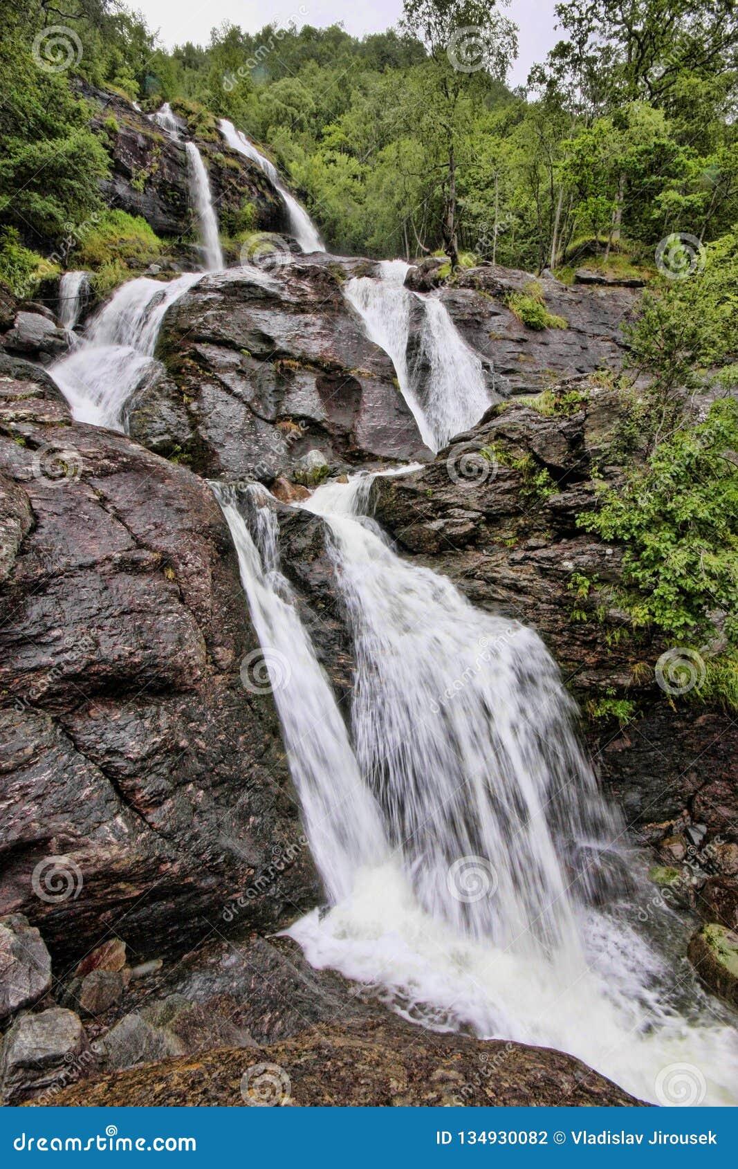 有数百美丽的瀑布在斯堪的那维亚