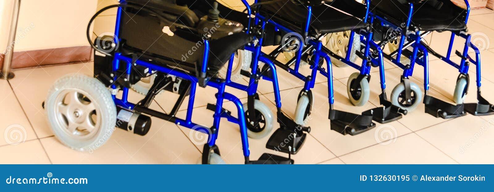 有新电的驱动的轮椅