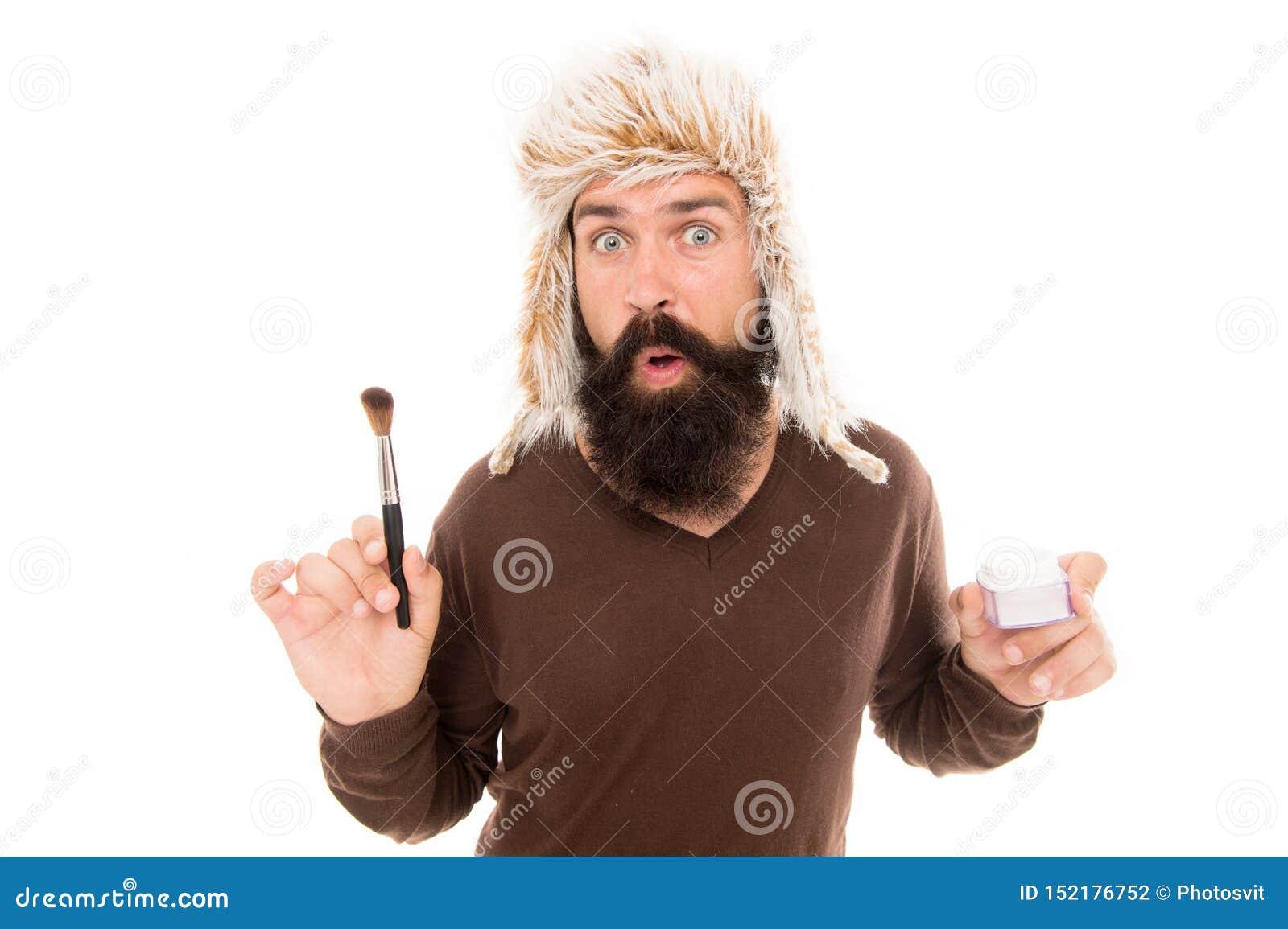 有时时尚去奇怪 若增加构成 人有胡子的时尚美发师佩带申请的毛茸的帽子举行刷子