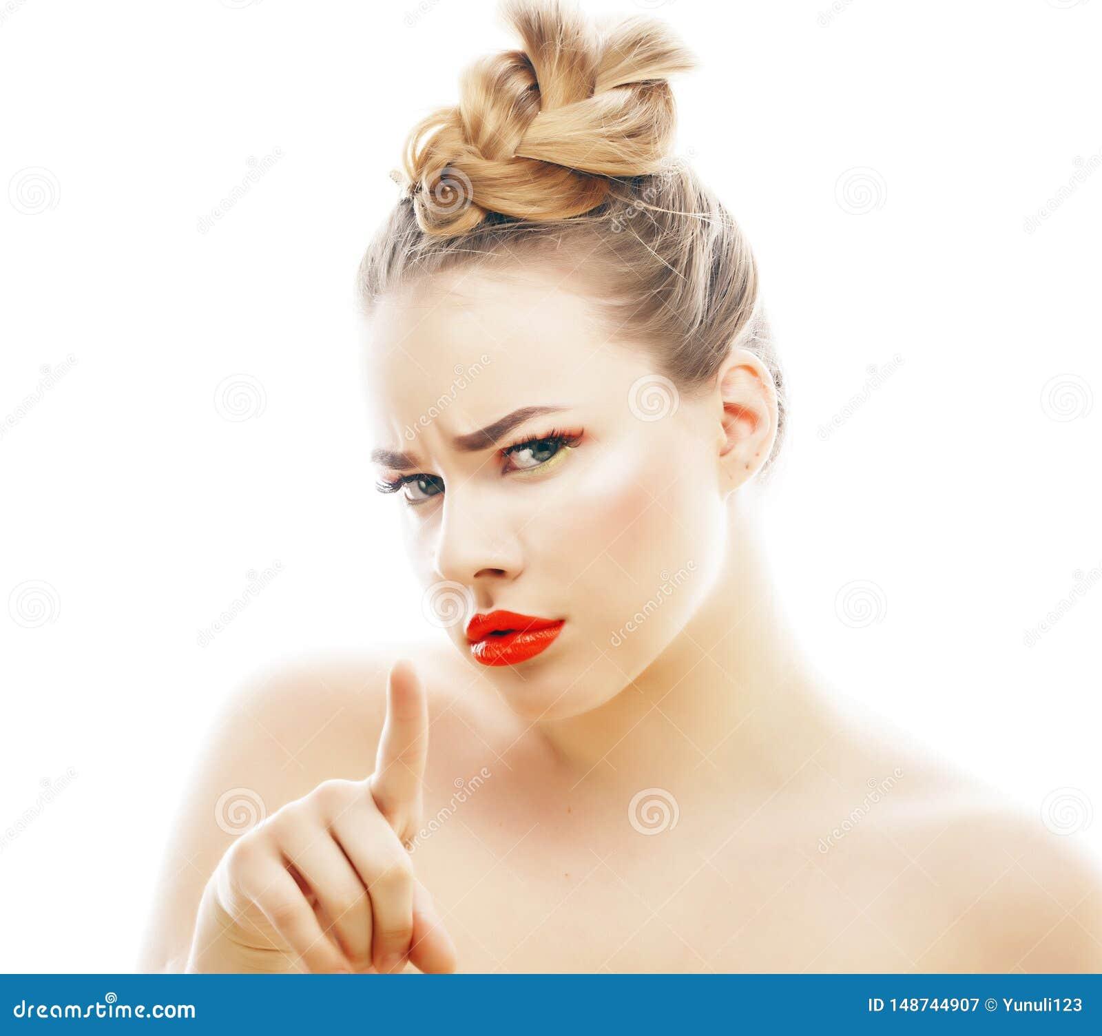 有明亮的年轻白肤金发的妇女在白色提出微笑的观点打手势情感被隔绝象玩偶鞭子,真正
