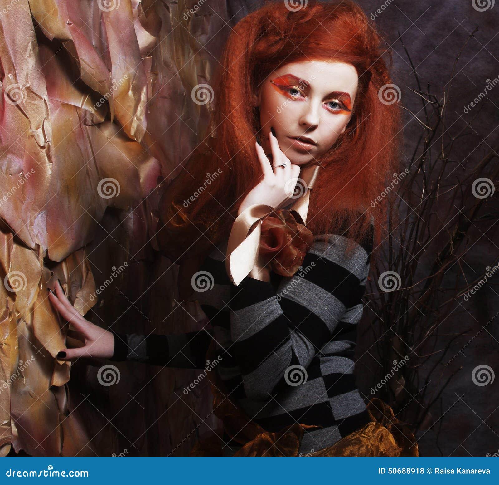 Download 有有创造性的构成的女孩 库存照片. 图片 包括有 糖果, 快乐, 粉红色, 构成, 方式, 白种人, 女孩 - 50688918