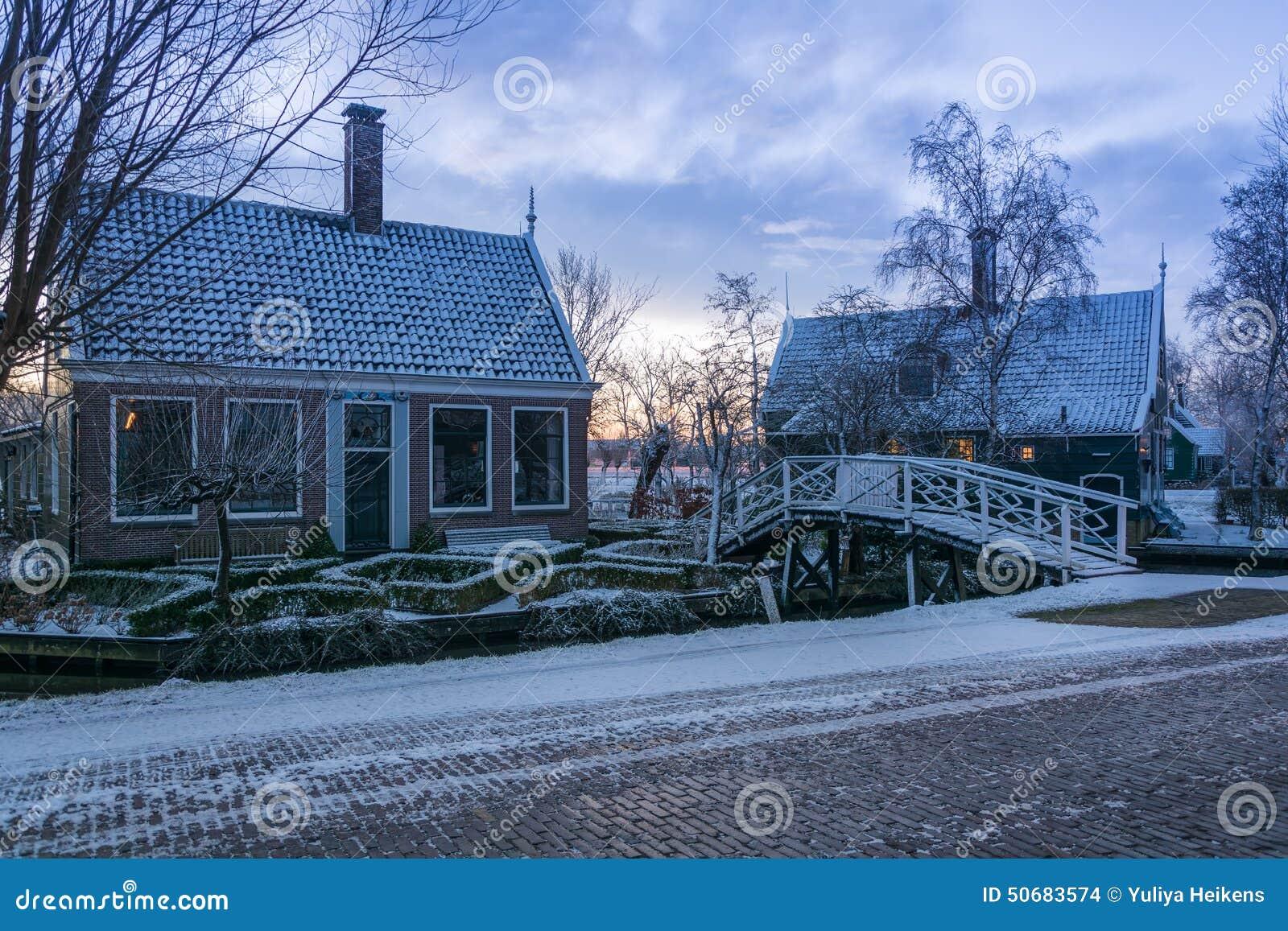 Download 有木房子的村庄 库存照片. 图片 包括有 航空, 拱道, 外部, 纪念碑, 磨房, 灯笼, 平静, 反映 - 50683574