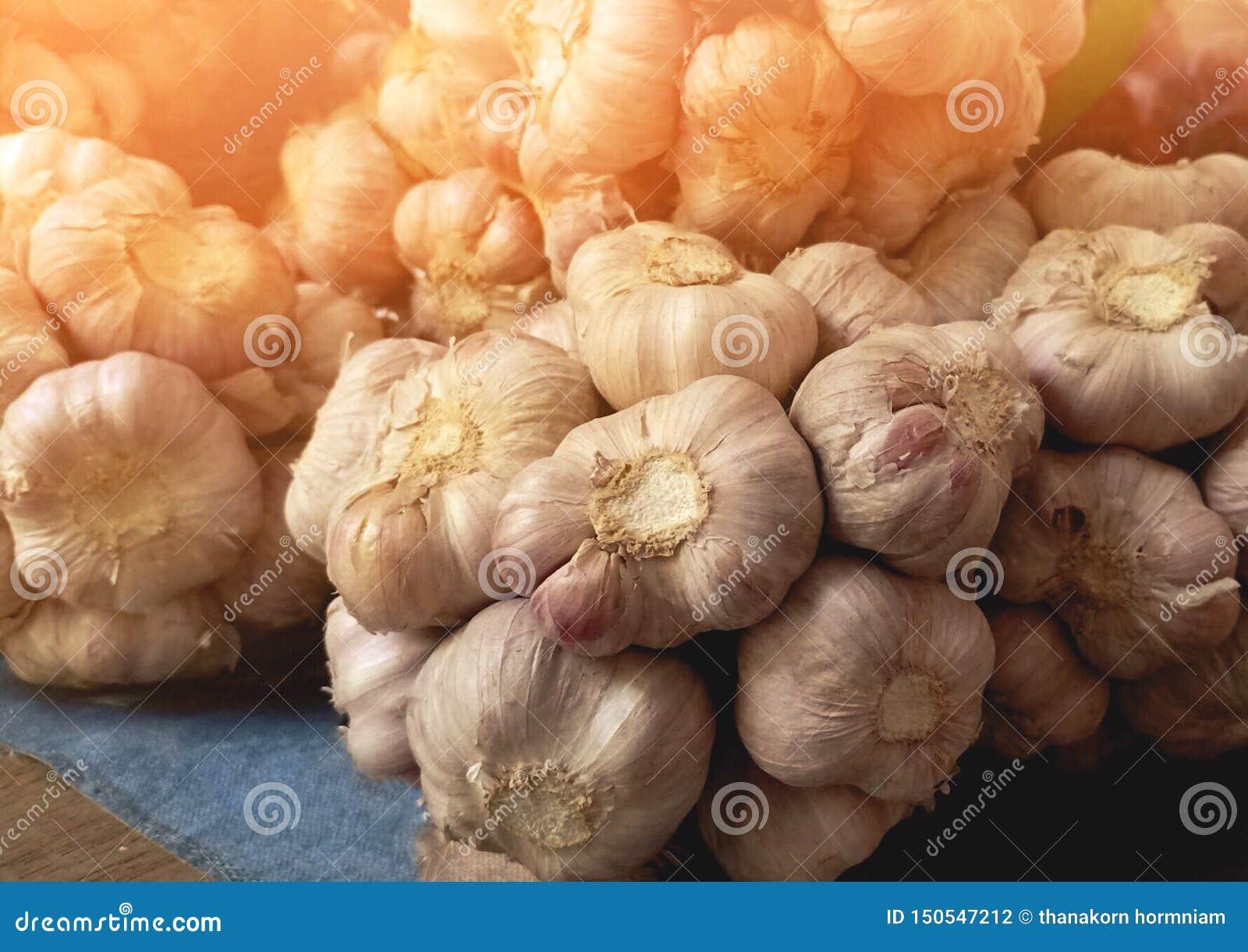 有机大蒜在地方市场上