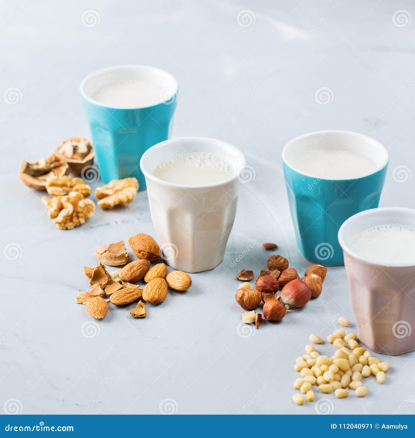 有机非素食主义者日志牛奶的分类从坚果的