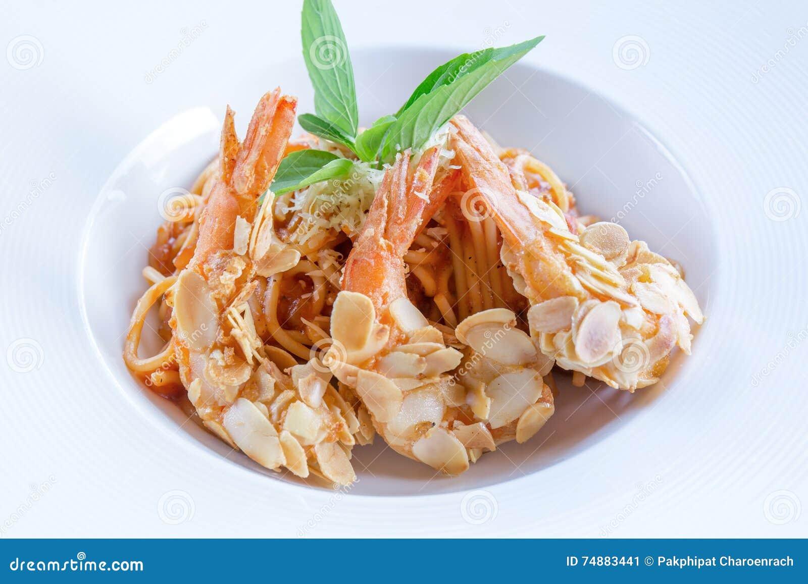 有杏仁虾膳食烹调的意粉