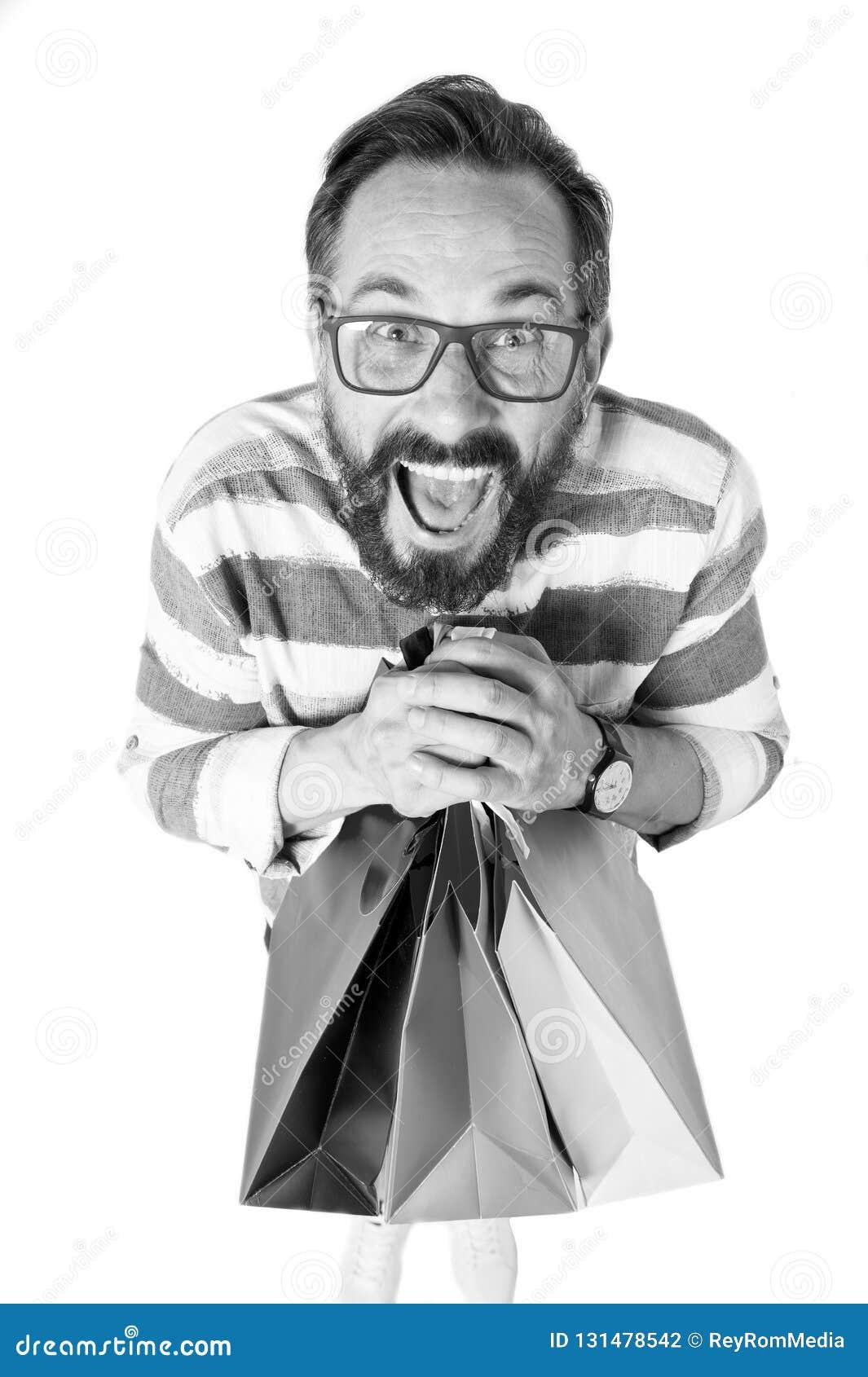 有束的震惊人购物带来 有疯狂的惊奇的面孔的人与购物袋 购物概念和折扣提供