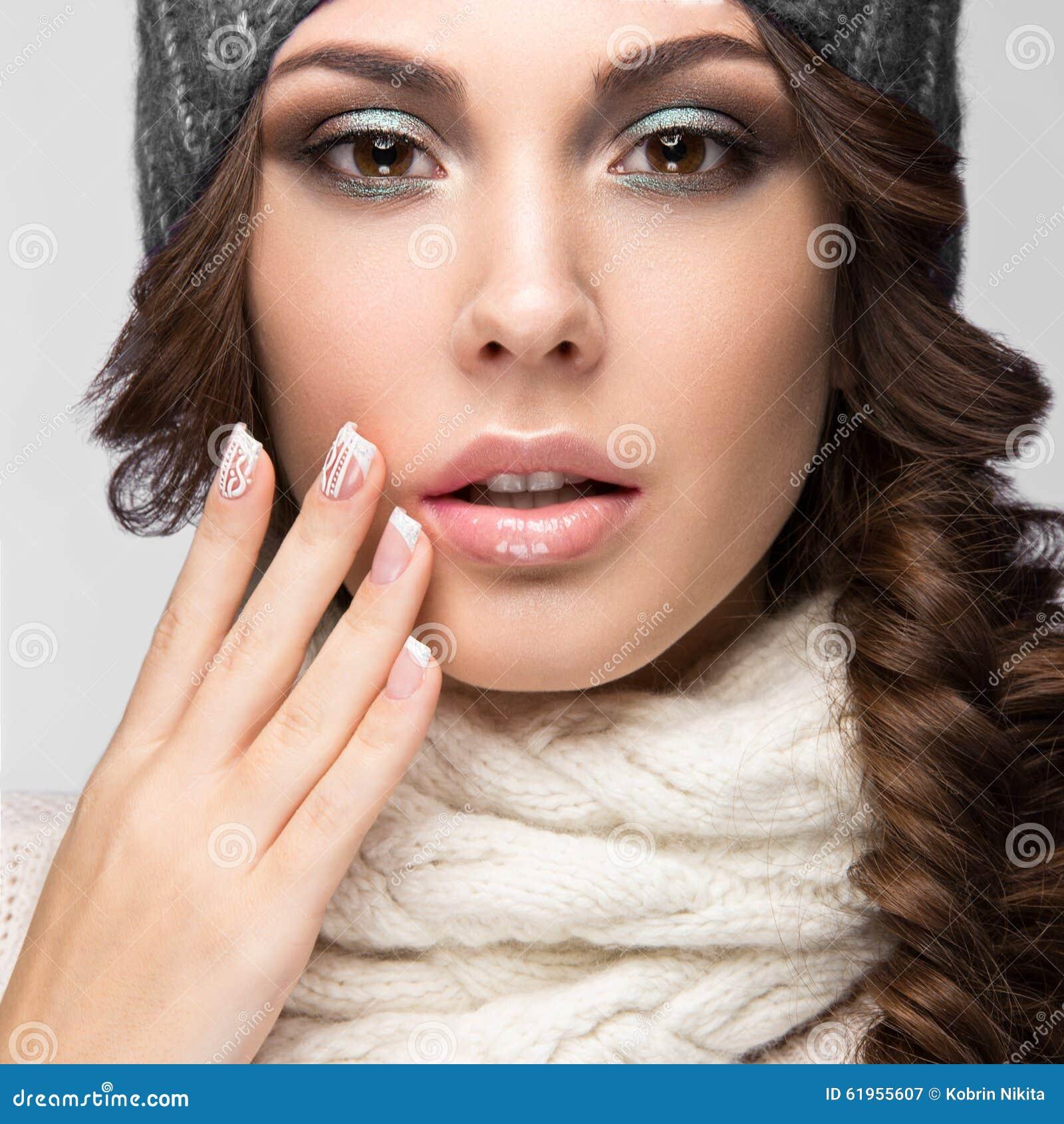 有柔和的构成的,设计修指甲美丽的女孩