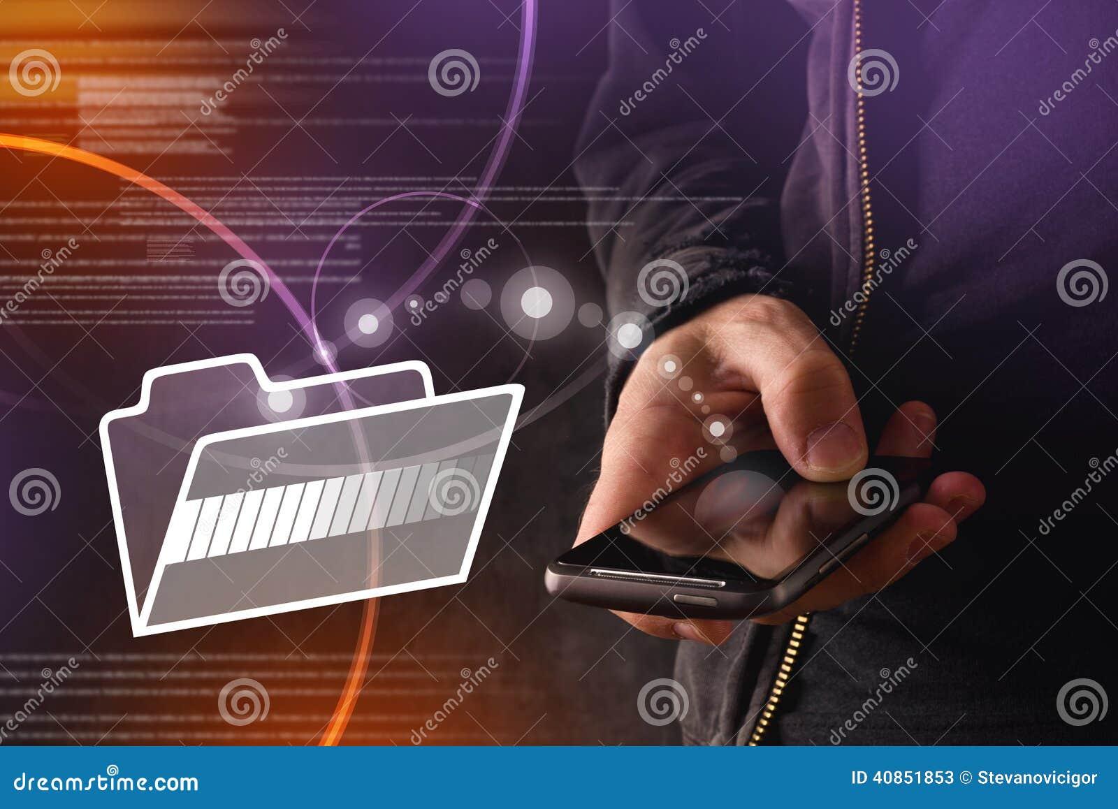 有流动巧妙的电话转移的文件的手对云彩文件夹
