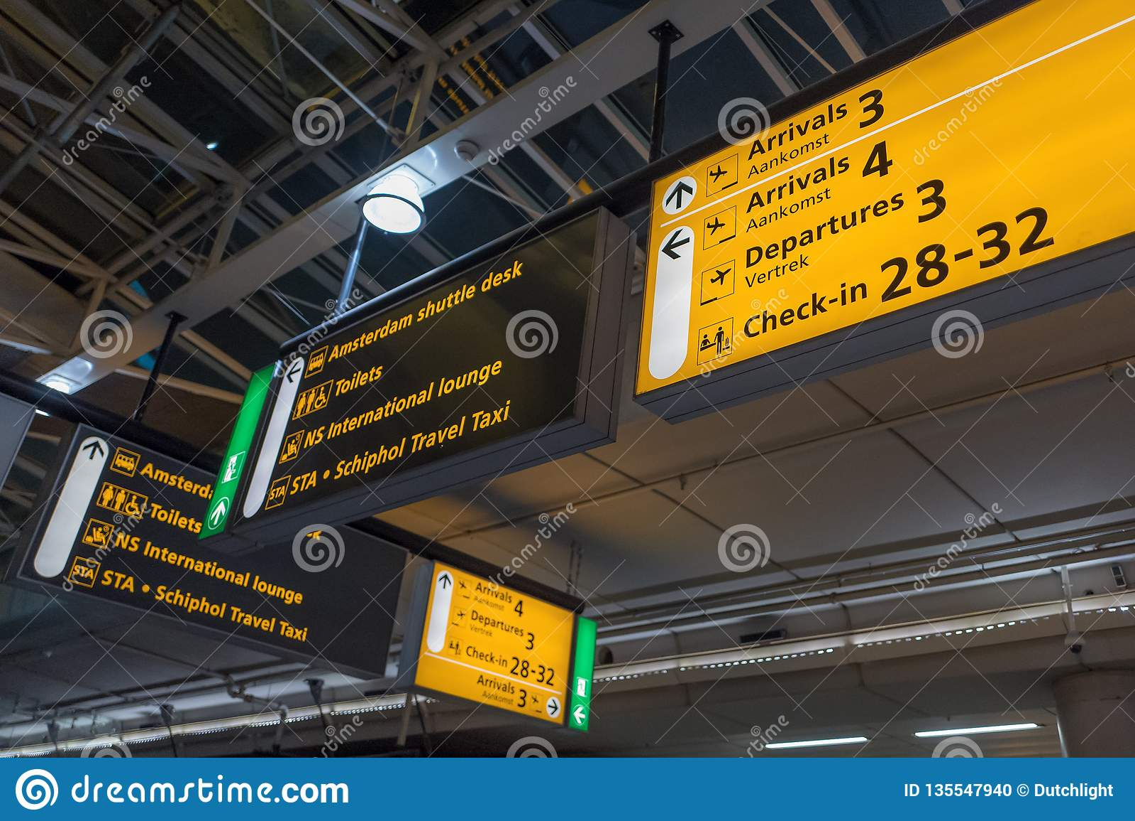 有现代到来和离开的国际机场斯希普霍尔签到英语