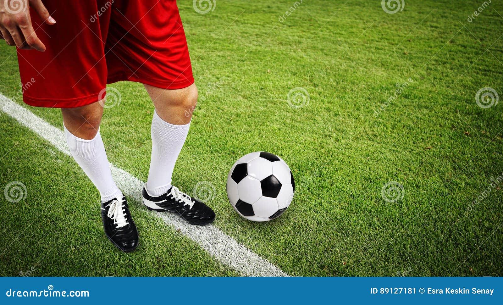 有球的足球运动员