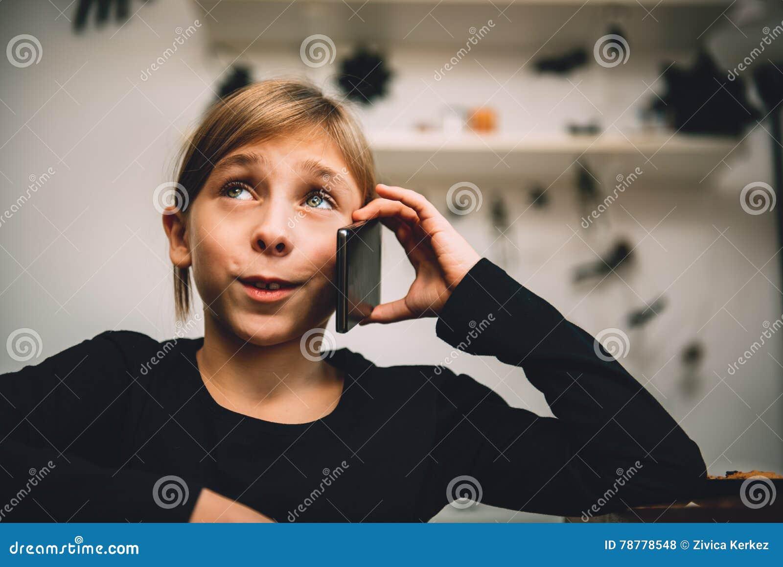 有的小女孩电话