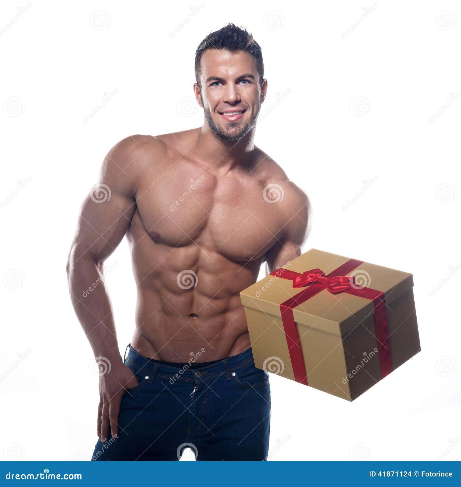 有礼物的肌肉性感的人