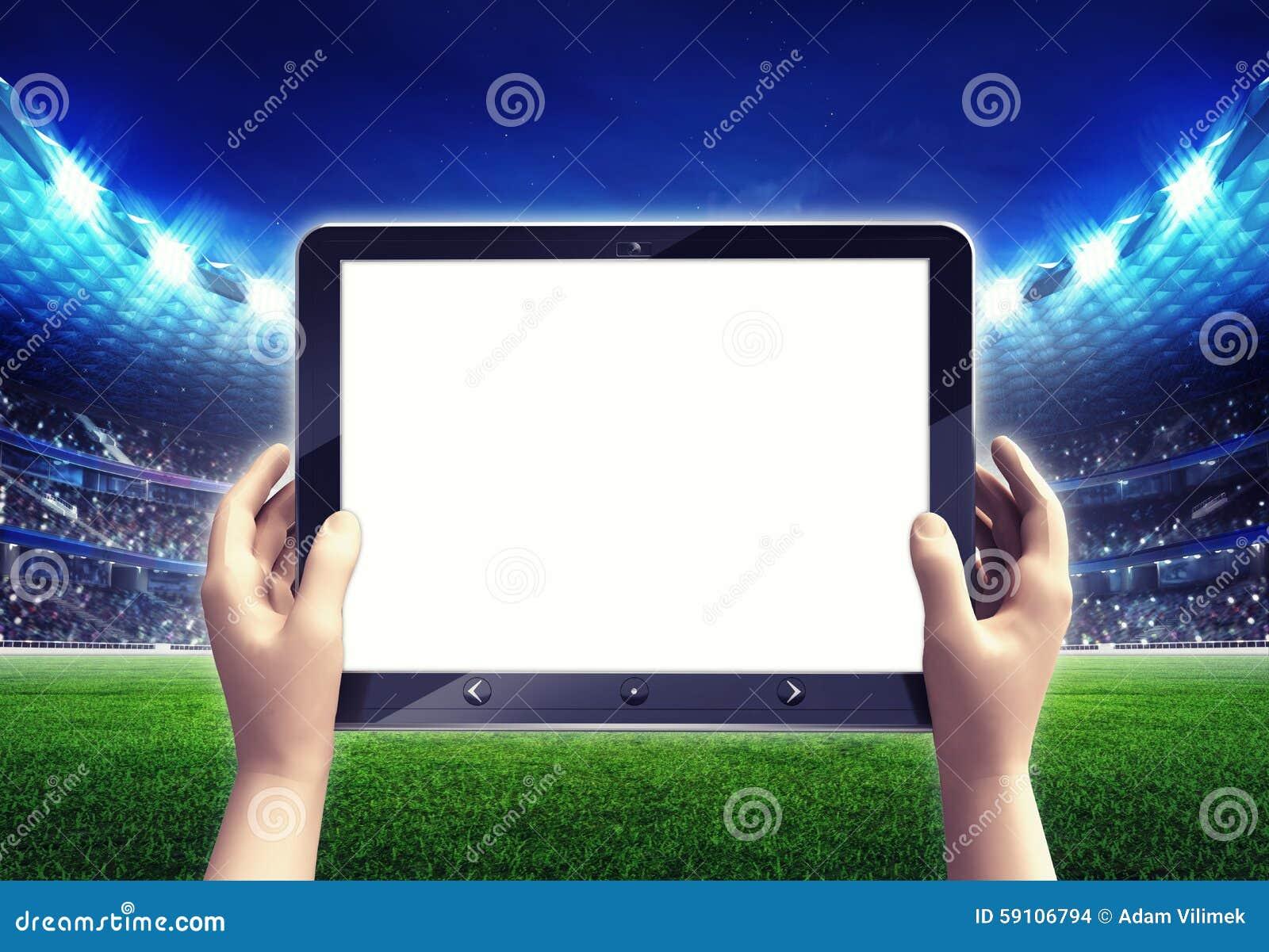 有空的白色片剂计算机框架的橄榄球场