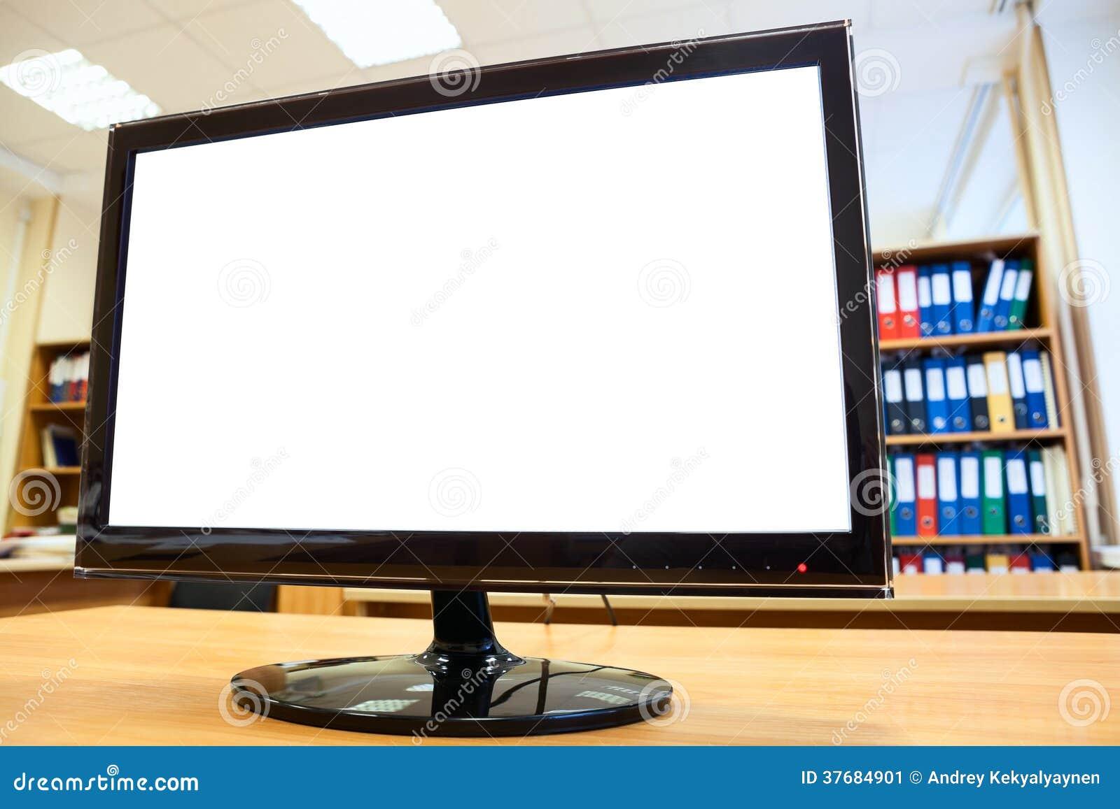 有站立在书桌上的白色隔离的显示器屏幕
