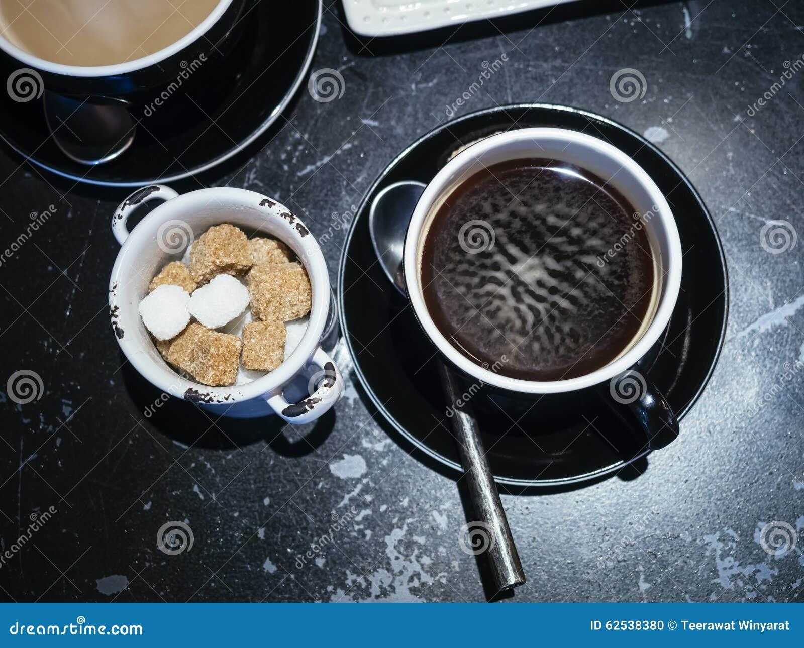 有糖立方体行家生活方式的咖啡杯