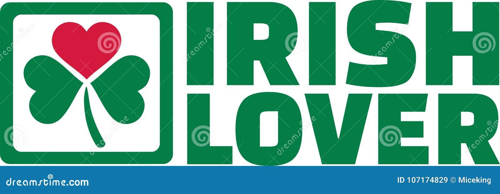 有绿色三叶草和红色心脏的爱尔兰恋人