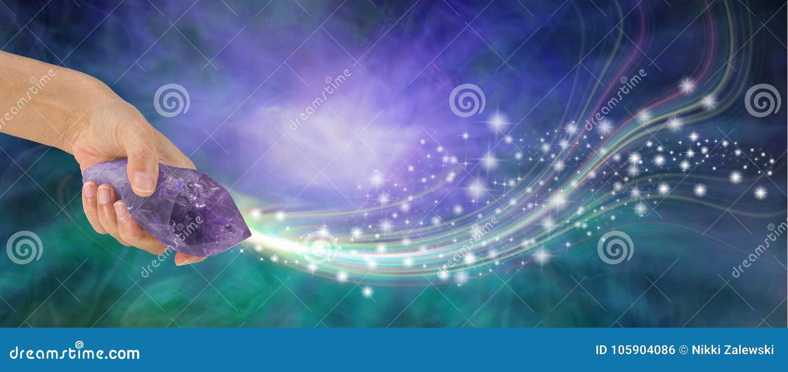 有美好的能量的巨型的紫色的鞭子