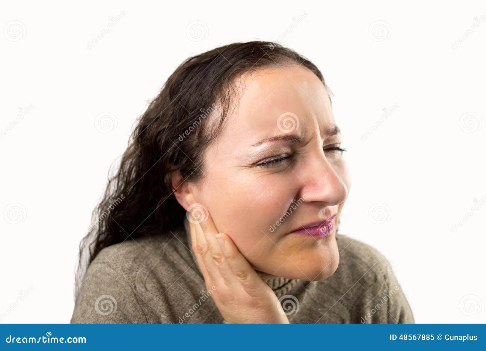 有耳朵痛的妇女