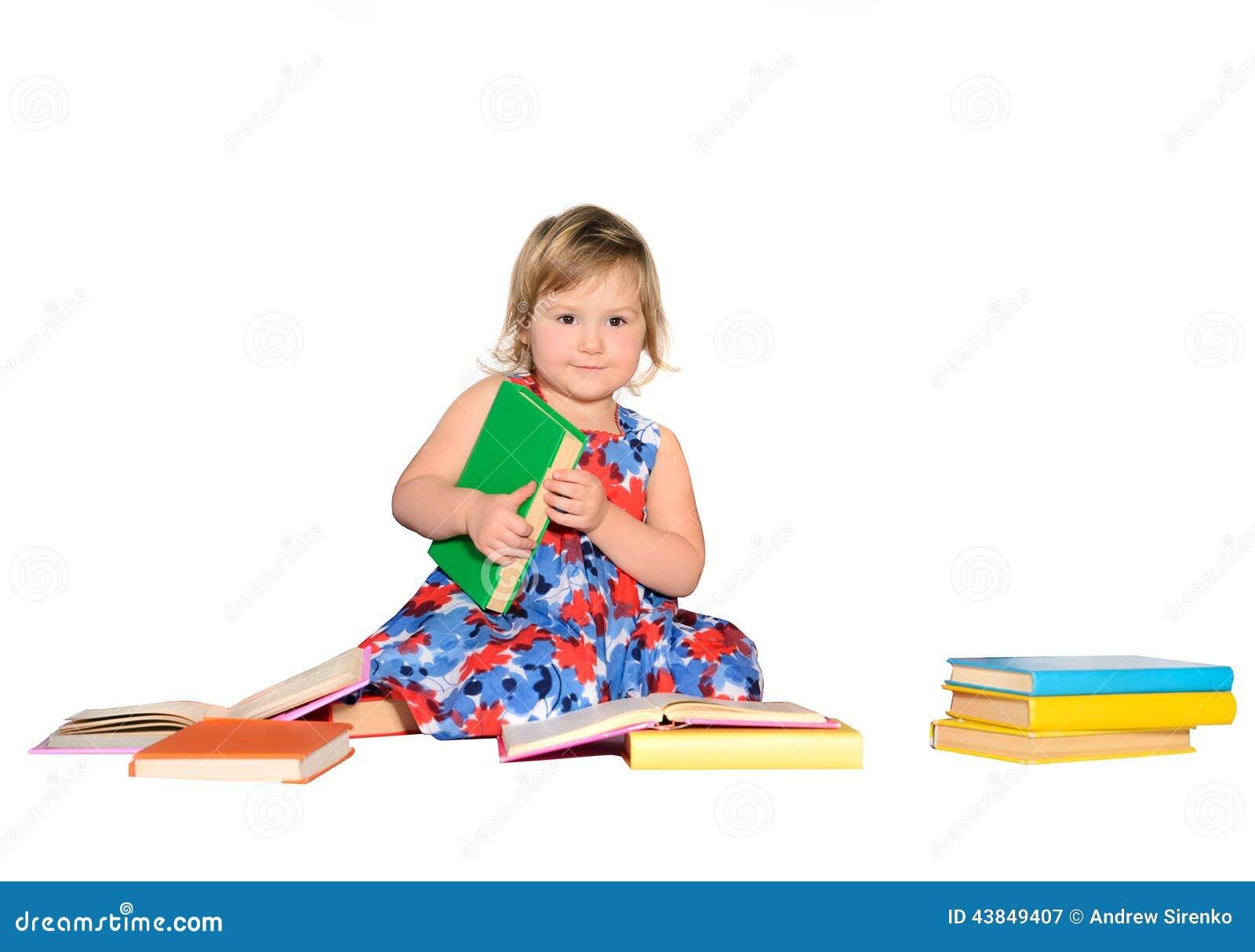 有色的书的小女孩
