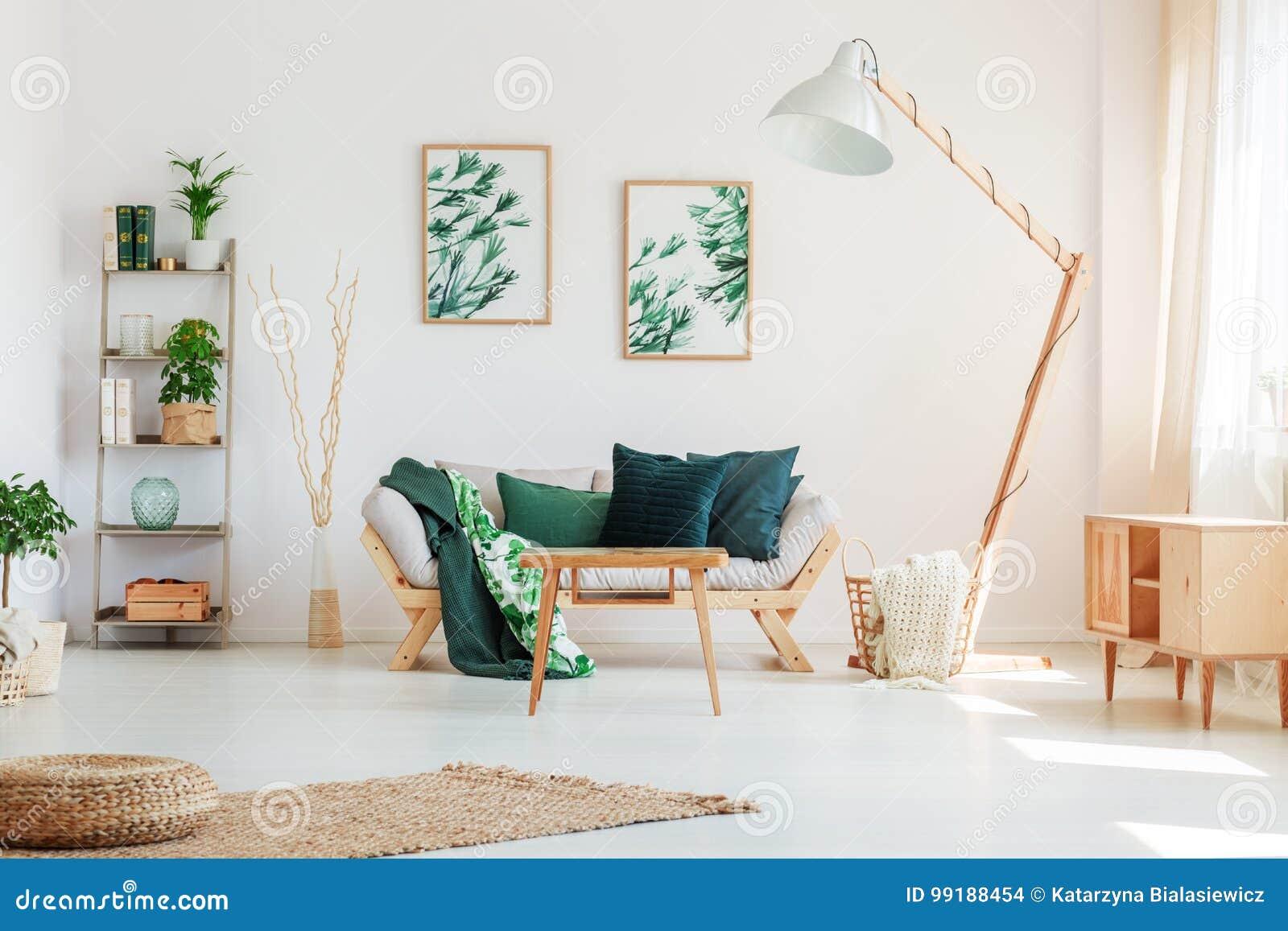 有花卉主题的客厅