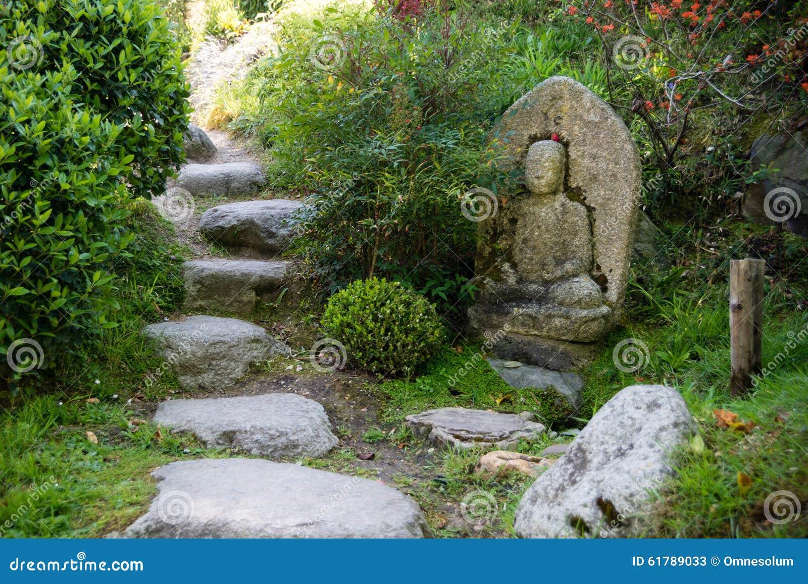 61789033 - Estatuas de jardin ...