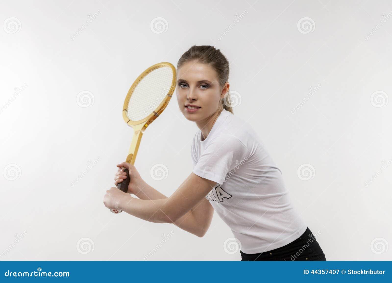 有葡萄酒网球拍的女孩