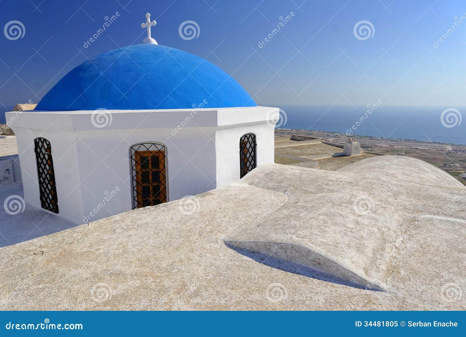 有蓝色圆顶的教会