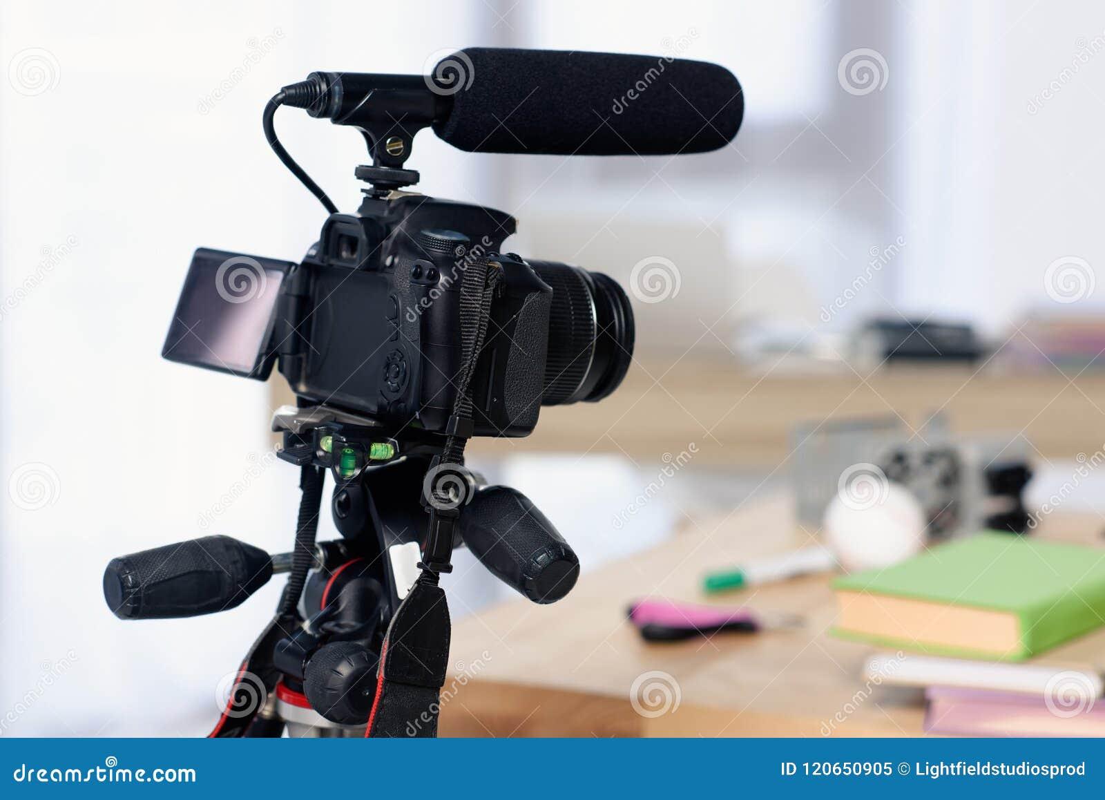 有话筒的数码相机射击的录影博克的