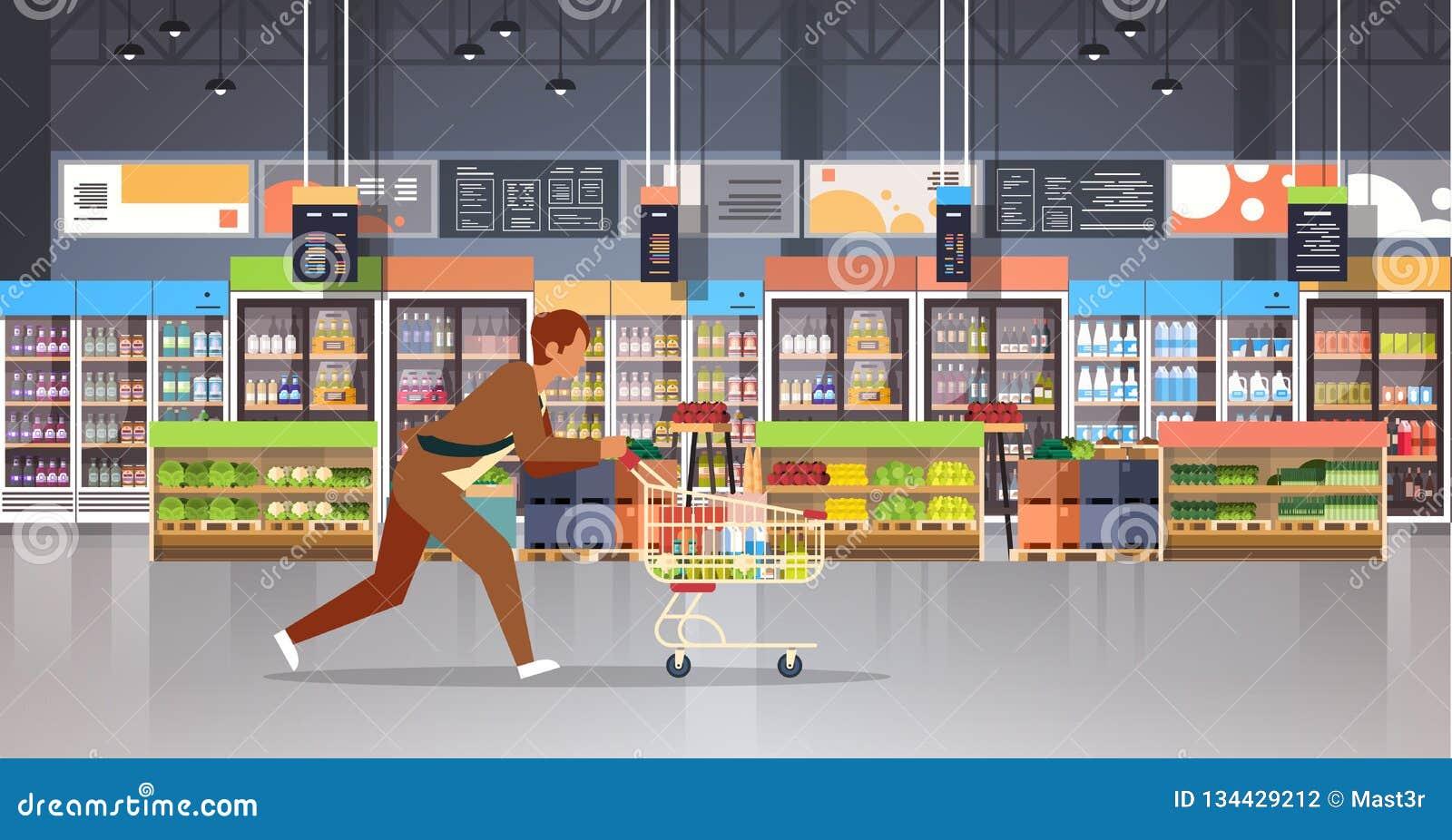 有购物的台车推车繁忙的男性顾客买的产品杂货市场内部的连续商人顾客平展