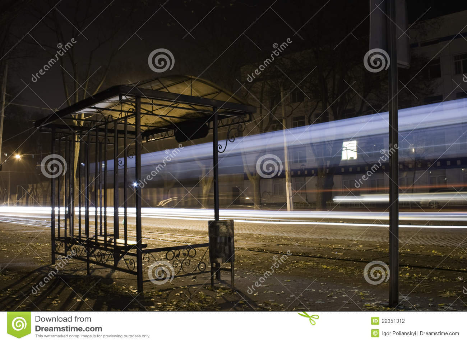 有轨电车终止。