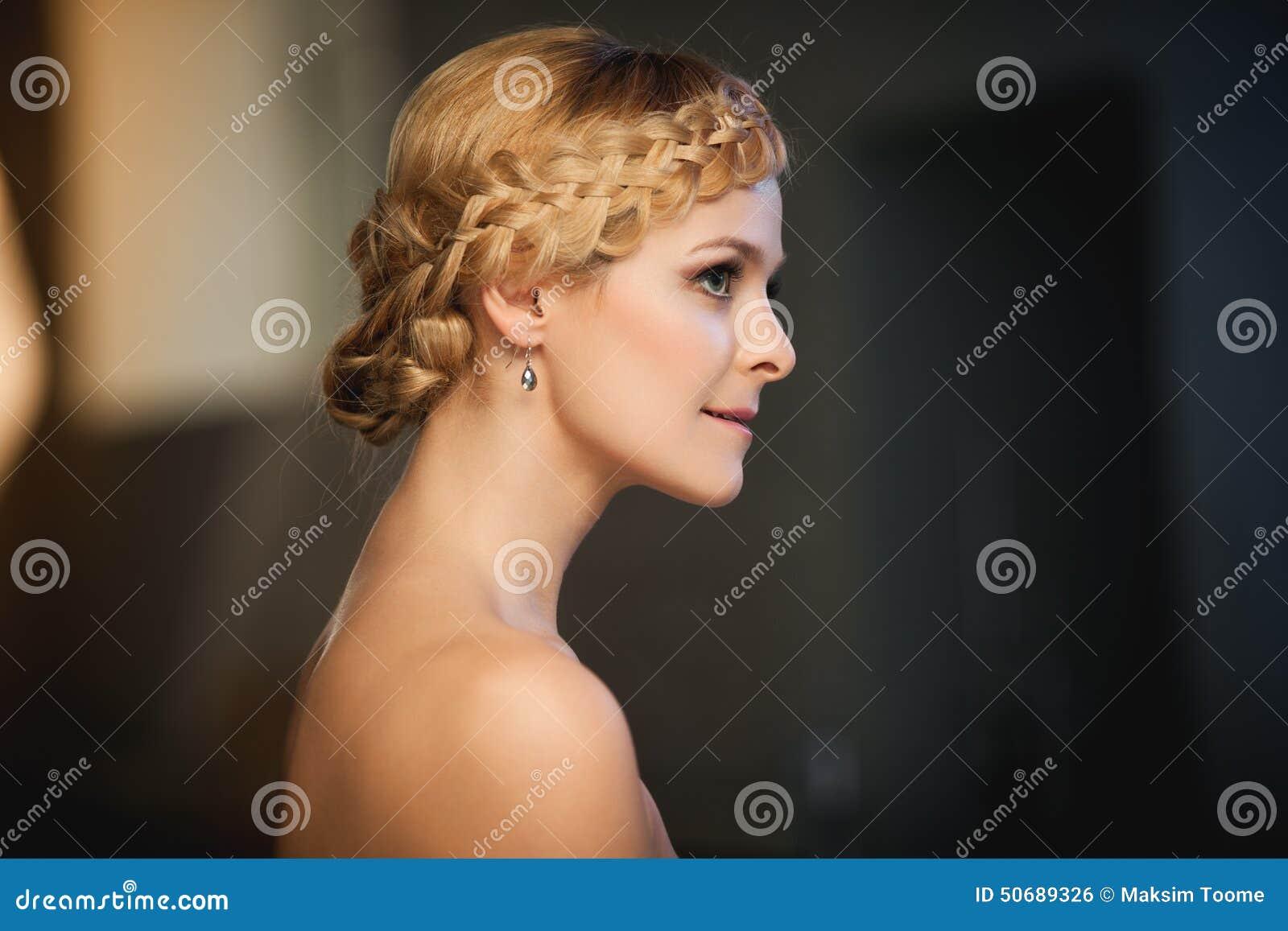 Download 有辫子的夫人 库存照片. 图片 包括有 新鲜, 生活方式, beautifuler, 白种人, beauvoir - 50689326