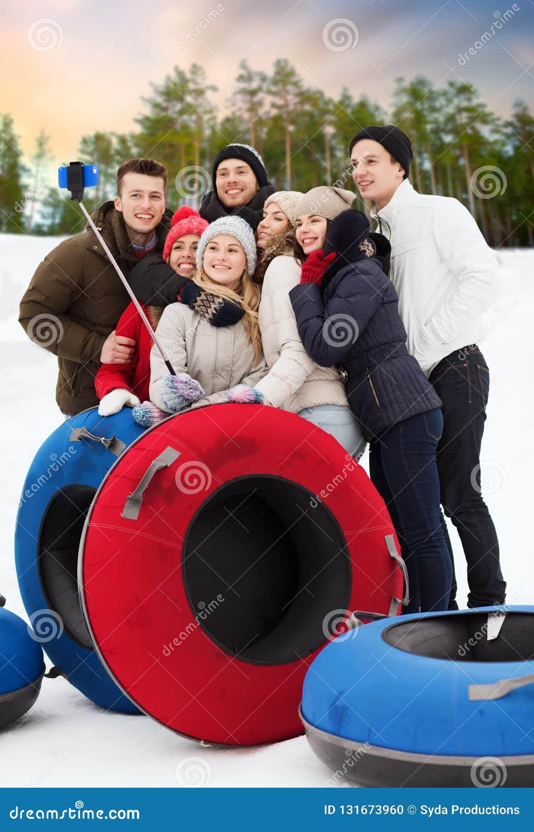 有采取selfie的雪管的朋友在冬天