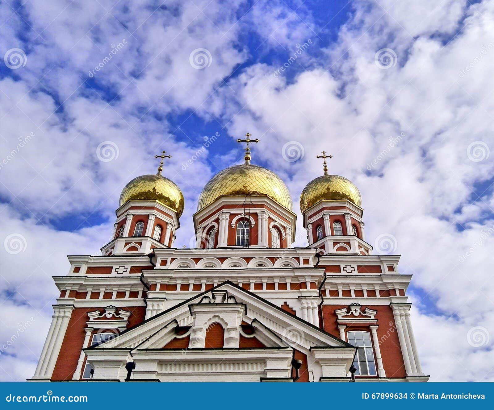 有金圆顶的东正教教会
