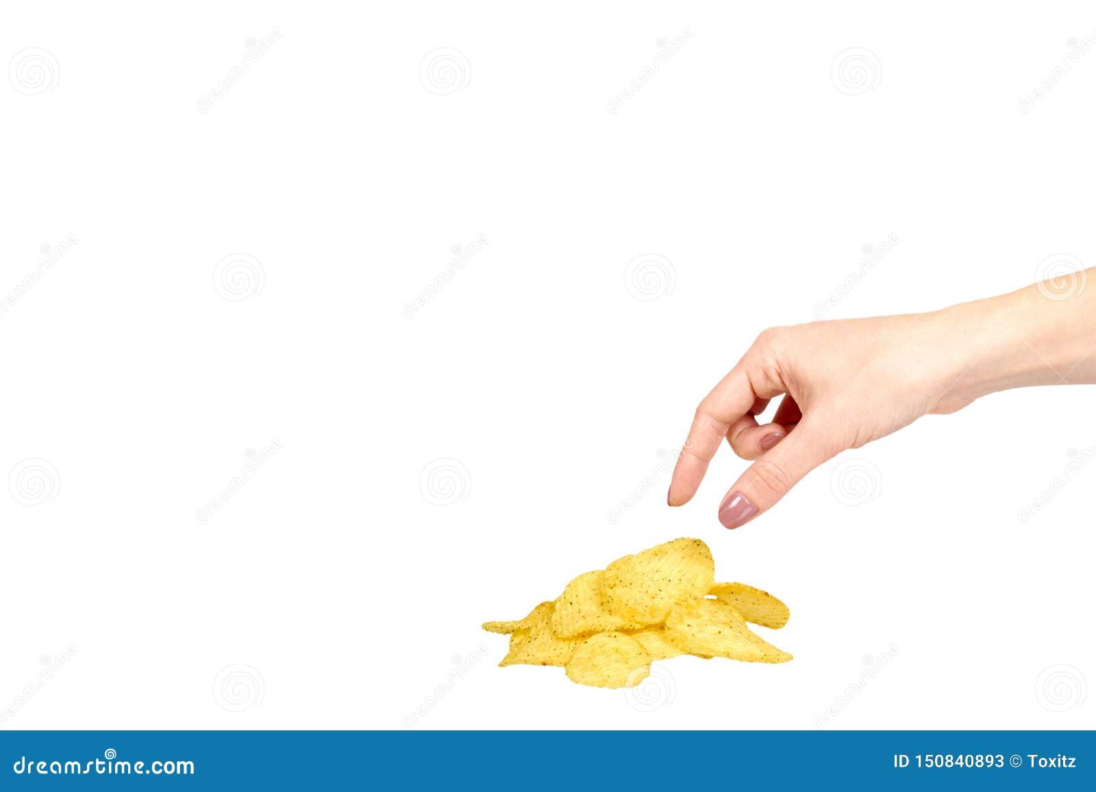 有金黄颜色薯片的手,嘎吱咬嚼和波浪