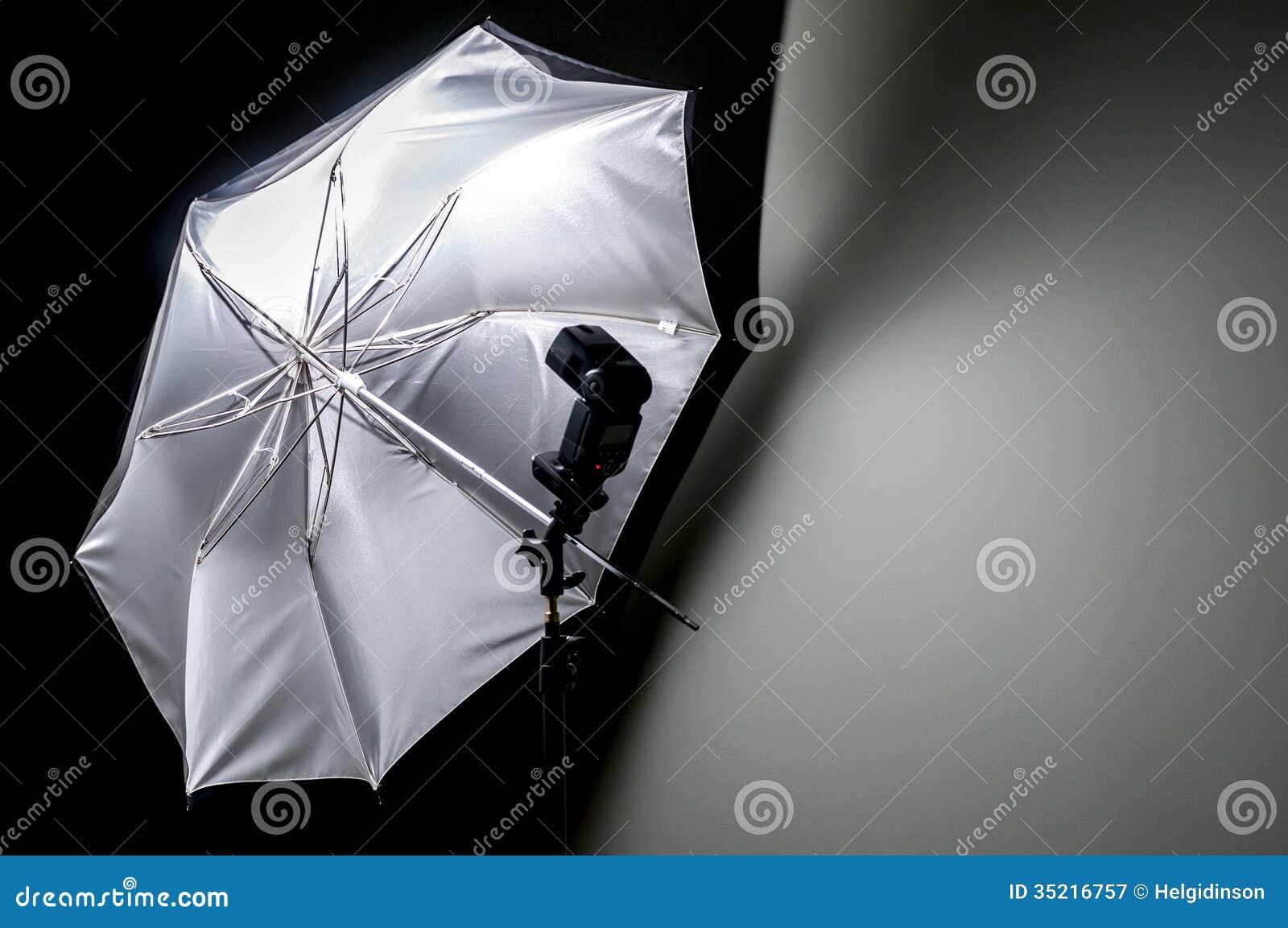 有闪光枪的伞反射器