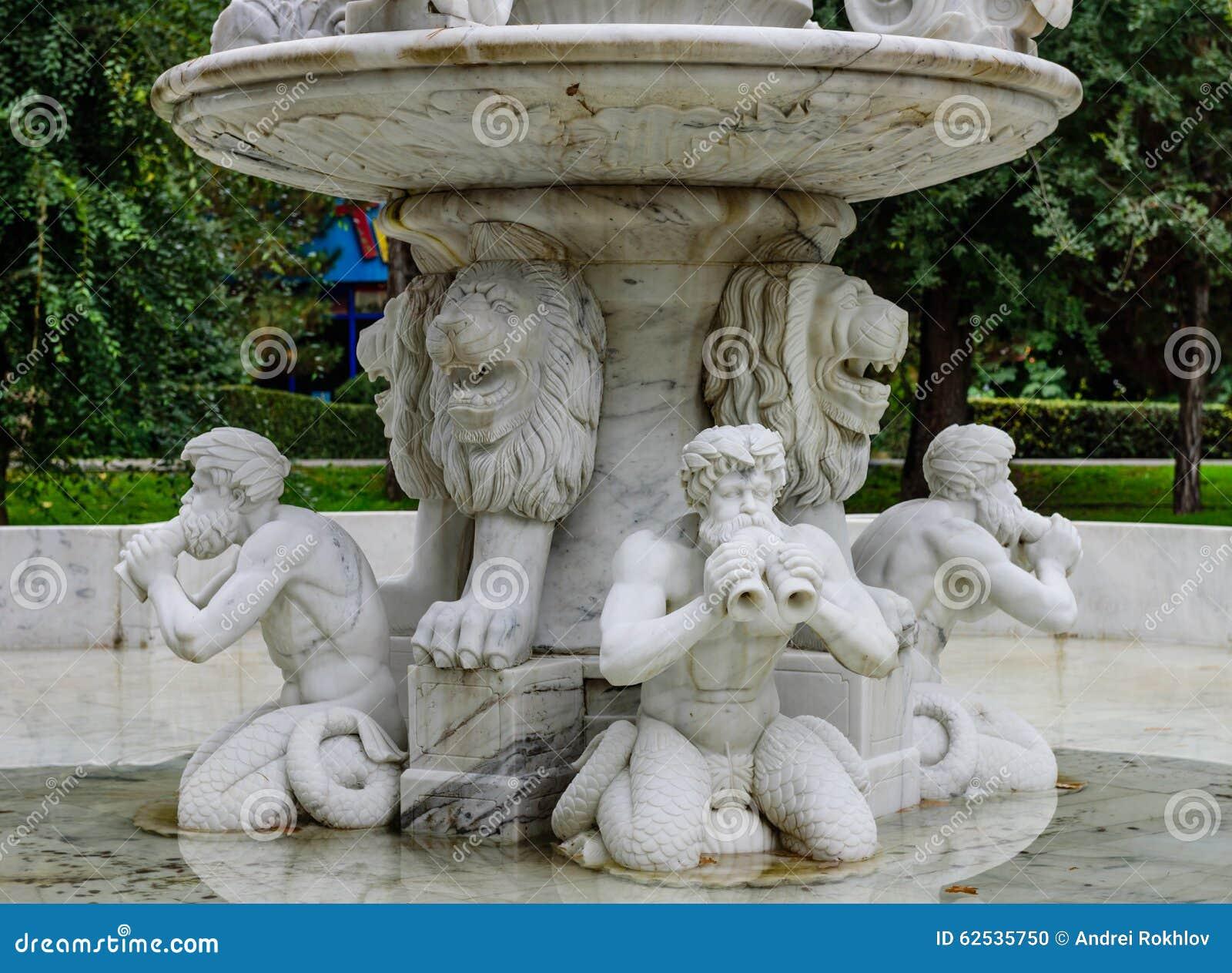 有雕塑的喷泉