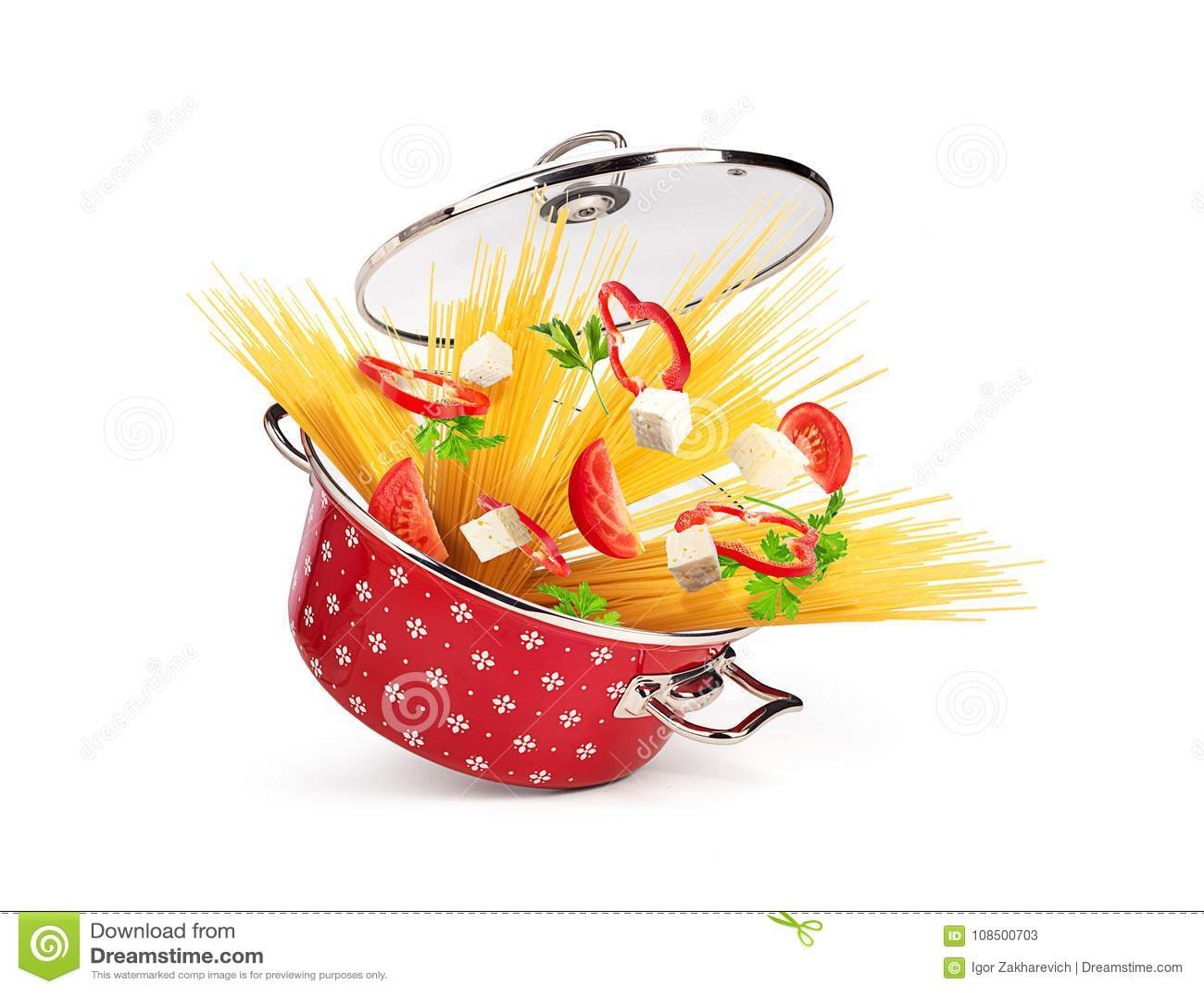 有面团和乳酪的,菜红色平底深锅,被隔绝