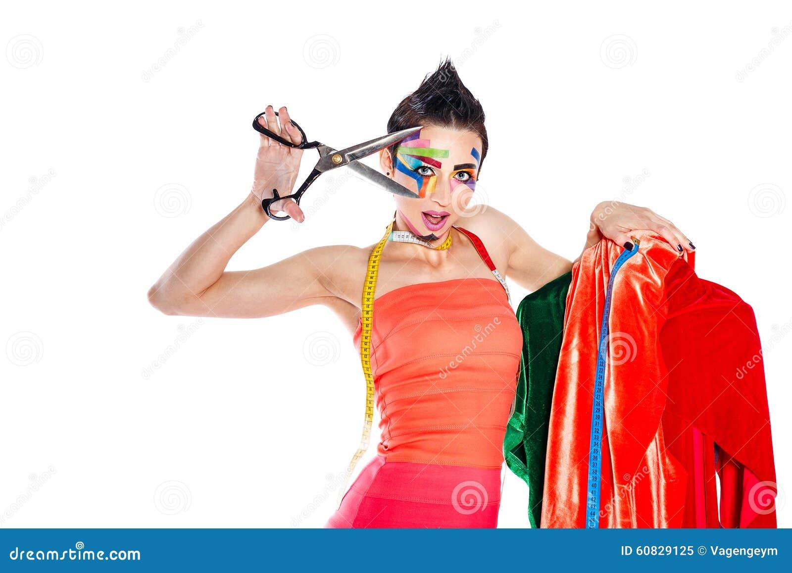 有面孔艺术的美发师举行一把剪刀和钝汉 库存照片图片