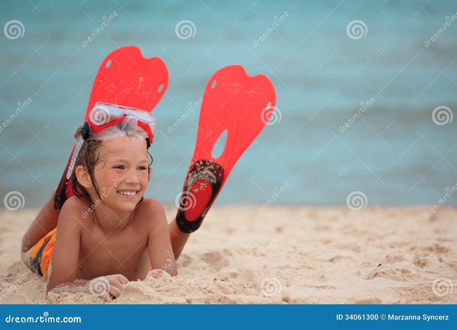 有飞鱼的男孩在海滩